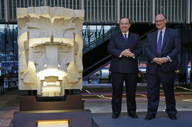 Douglas Flint, le président de HSBC (à droite ) et le directeur général de la banque britannique, Stuart Gulliver, à Hongkong, le 29 janvier.