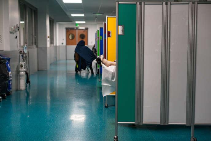 Le droit français, qui exclut l'acharnement thérapeutique, condamne l'euthanasie (au service des urgences de l'hôpital européen Georges Pompidou).