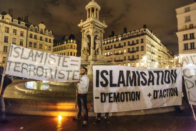 Manifestation de militants d'extrême droite le 8janvier, place des Jacobins, à Lyon.