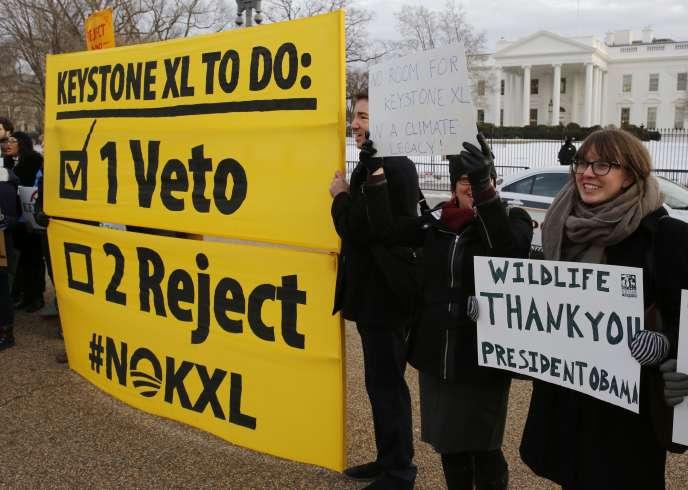 Des opposants au projet Keystone XL, devant la Maison Blanche, le 24 février.