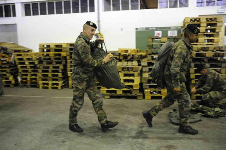 Les effectifs de l'armée de terre sont passés sous la barre des 100 000 soldats. Sur la décennie 2008-2018, les forces militaires dans leur ensemble auront été amputées de près de 25 %.