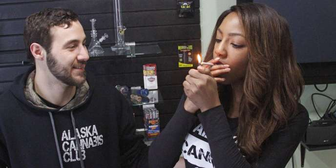 Des membres de l'Alaska Cannabis Club, le 20 février.