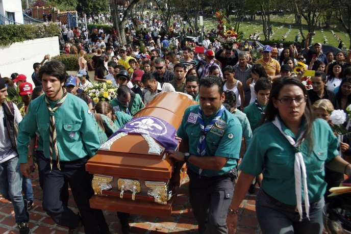 Les funérailles de Kluiver Roa, à San Cristobal le 25 février, un jeune homme tué la veille lors d'une manifestation antigouvernementale.