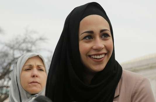 Aux Etats-Unis, la Cour suprême a tranché, le 1erjuin, en faveur de Samantha Elauf, une musulmane qu'Abercrombie &Fitch avait refusé d'embaucher comme vendeuse sous le prétexte qu'elle portait le voileislamique.