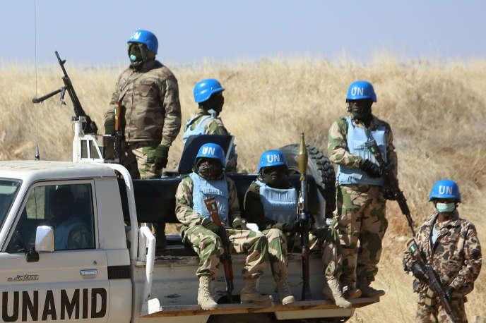 Une patrouille de la Minuad dans la localité de Nyala, dans la région soudanaise du Darfour, le 12 janvier 2015.