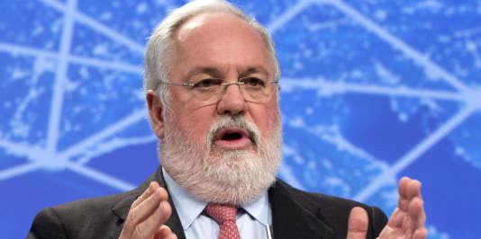 Jeudi 20 août, le commissaire européen à l'énergie et au climat, l'espagnol Miguel Arias Cañete, a réclamé, lors d'une conférence de presse à Bruxelles, que les discussions techniques en amont de la COP 21 « aillent plus vite »