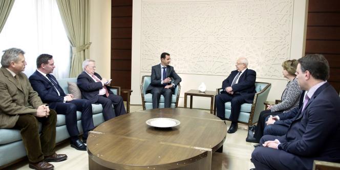 Bachar Al-Assad et Jean-Pierre Vial à Damas, le 25 février. Des parlementaires français ont rencontré le président syrien contre l'avis du Quai d'Orsay.