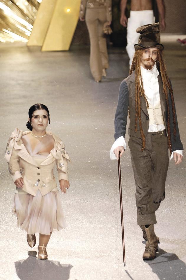 Les mannequins du « freak show » de John Galliano, en 2006, ont contribué à ouvrir la voie aux modèles hors norme qui défilent aujourd'hui pour des marques grand public.