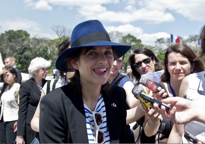 Marion Cotillard fait partie de la délégation française aux Philippines.