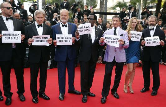 """L'équipe du film """"The Expendables 3"""" au festival de cannes le 18 mai 2014. Ronda Rousey est en bleu."""