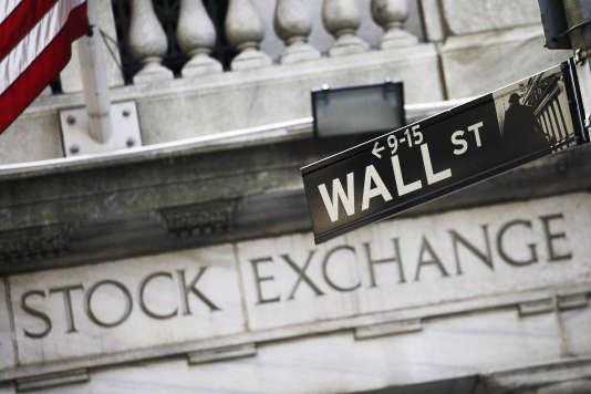 L'indice Dow Jones reculait sur les marchés à terme, mercredi14 février dans la matinée, mais de façon modérée (- 0,85 %).