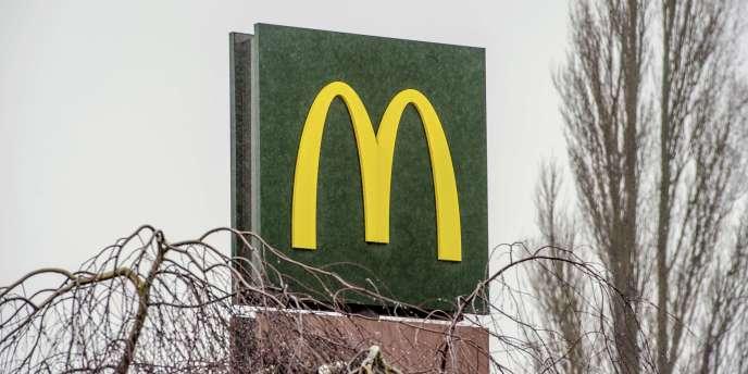 Les pratiques fiscales de la chaîne de restauration rapide, qui lui aurait permis d'économiser 1,05 milliard d'euros d'impôts entre 2009 et 2013, ont été dénoncées par des fédérations syndicales.