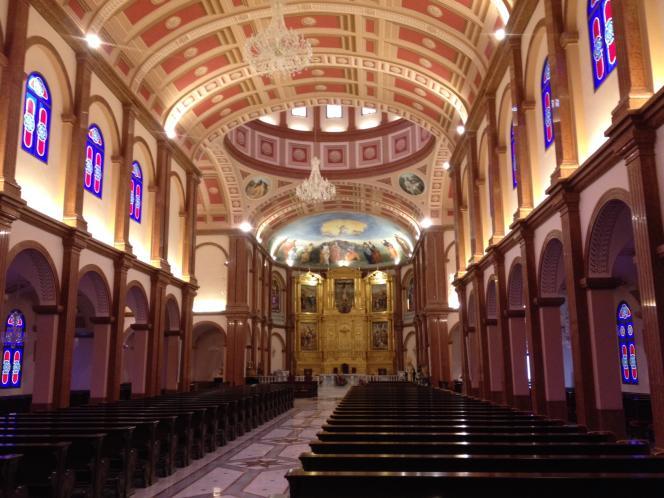 L'intérieur de la basilique de Mongomo, en février 2015.