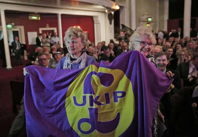 Des partisans UKIP lors du congrès du parti à Margate (Kent, est de l'Angleterre), le 27février.