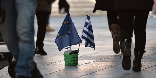 Alors que le pays est financièrement aux abois, le produit intérieur brut (PIB) grec a reculé de 0,4% à la fin de2014.
