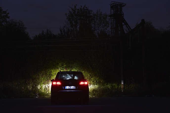 Le photographe Giovanni Troilo a photographié son cousin forniquant avec son amie dans une voiture, sans indiquer dans sa légende originale. Il a aussi photographié le couple en plaçant un flash dans la voiture.