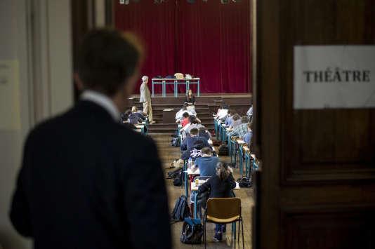 Epreuve de philosophie du bac, en juin 2014. AFP PHOTO / FRED DUFOUR