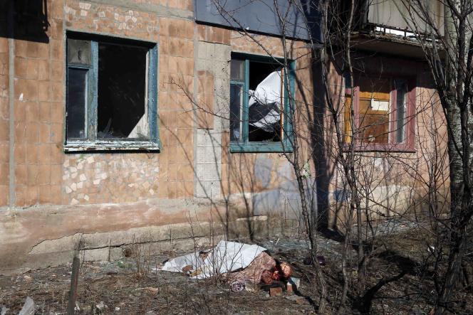 « Il est impératif que toutes les parties respectent les décisions des accords de Minsk et cessent les bombardements sans discrimination », insiste le haut-commissaire des Nations unies aux droits de l'homme,