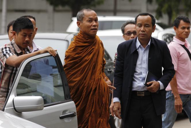 Le moine Buddha Issara, le 2 mars à Bangkok.