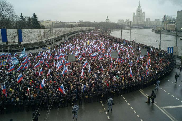 La marche en mémoire de l'opposant Boris Nemtsov, dimanche 1er mars, sur les bords de la Moskova, à Moscou.