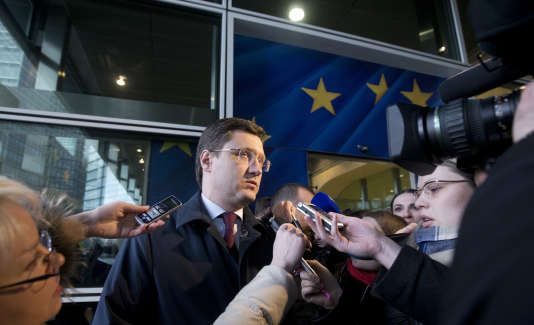 Le ministre de l'énergie russe, Alexander Novak –ici, le 2 mars 2015–, a fait savoir que si une réunion de l'OPEP avait lieu, son pays y participerait.