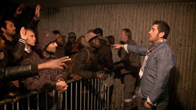 Le veilleur José choisit ceux qui peuvent entrer dans