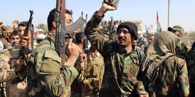 Des soldats de l'armée irakienne et des volontaires de milices chiites, au nord de Bagdad.