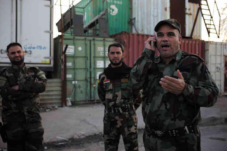 Les milices et l'armée ont été rejointes par de nombreux jeunes hommes qui n'ont appris à manier une arme qu'en famille. D'autres ont reçu quelques semaines de formation. « L'entraînement n'est pas le plus important. L'important, c'est la foi et la religion », pointe Karim Al-Nouri, commandant militaire de Badr et porte-parole de la Mobilisation populaire.