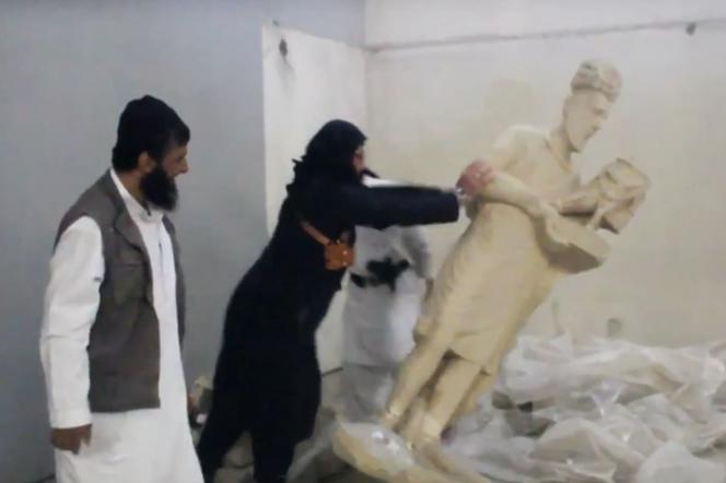 Destructions d'œuvres conservées au musée de Mossoul (Irak) diffusées par l'Etat islamique.