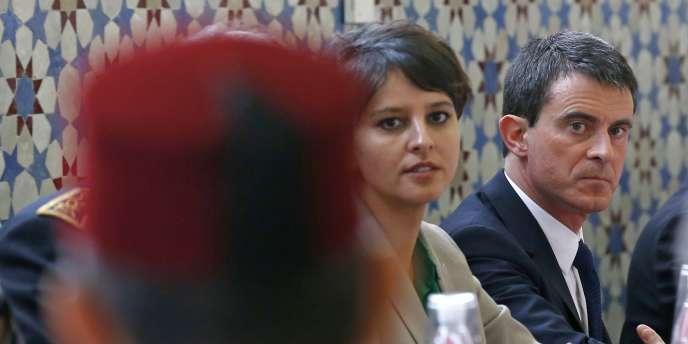 Le premier ministre était accompagné de sa ministre de l'éducation, Najat Vallaud-Belkacem, et de son ministre de l'intérieur et des cultes, Bernard Cazeneuve, chargé du nouveau plan du gouvernement concernant l'islam en France.