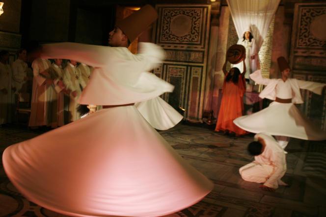 Cérémonie des derviches tourneurs au Caire, le 10 décembre 2009.