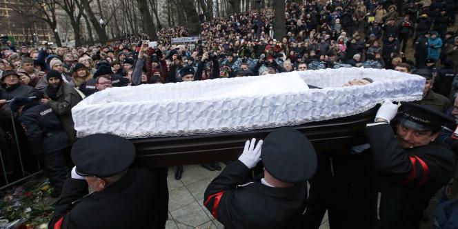 Lors de l'enterrement de l'opposant russe Boris Nemtsov, mardi 3 mars à Moscou.
