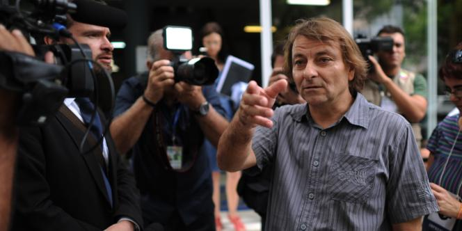 Cesare Battisti répond aux questions des journalistes en 2012 lors du Forum social mondial à Porto Alegre, au Brésil.