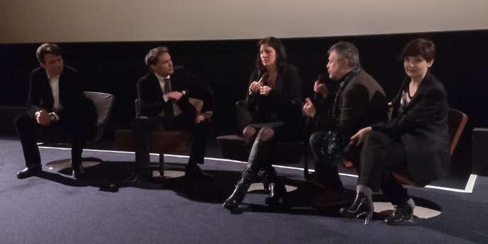 Laura Poitras (au centre) interrogée par Jacques Folloroux (à gauche) du «Monde».