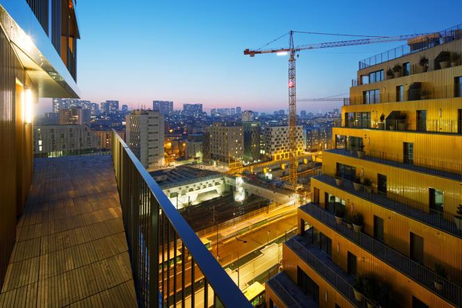 Vue des gradins du programme en accession de Home depuis un des logements sociaux (Paris 13e).
