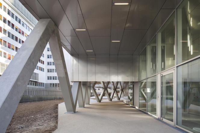 Le hall d'entrée commun de Home pour les deux programmes de logements sociaux et en accession (Paris 13e).