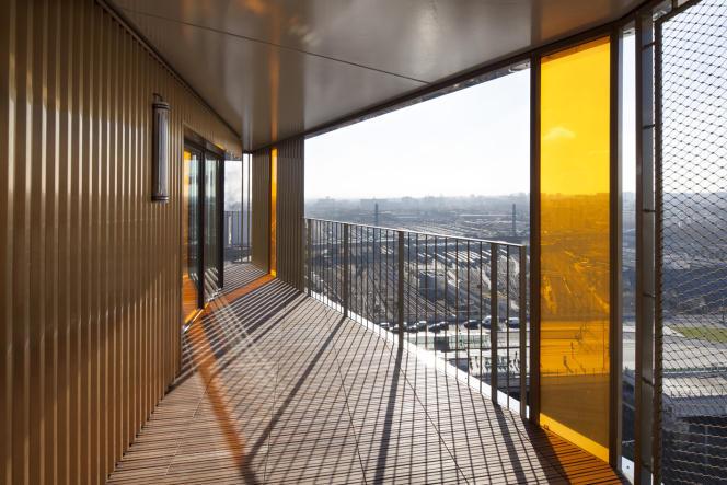Panorama urbain depuis le balcon d'un des logements sociaux de Home (Paris 13e).