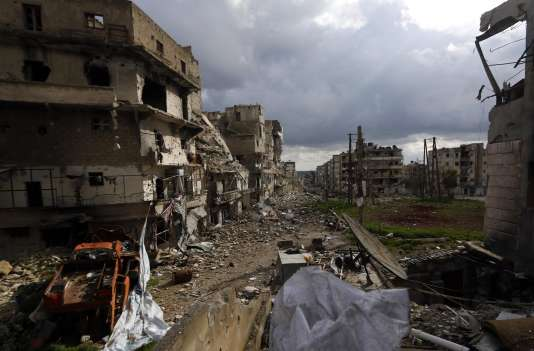 Ancien poumon économique de la Syrie, Alep est entrée dans le conflit à l'été 2012 et est depuis divisée entre zones contrôlées par les rebelles à l'est et celles du régime à l'ouest.