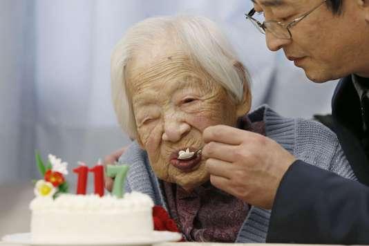Le Japonais Misao Okawa, 117 ans, personne la plus vieille du monde, le 5 mars 2015 à Osaka.