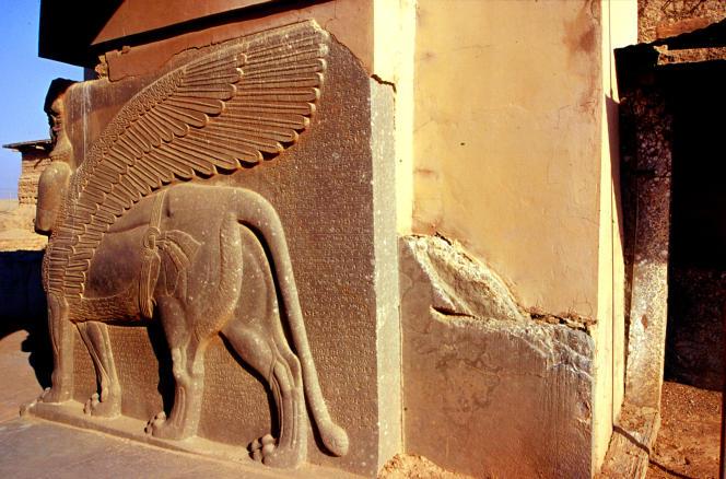 Taureau ailé androcéphale, gardien d'une des portes du Palais d'Assurnasirpal II, à Nimroud, datant du IXe siècle av. J.-C.