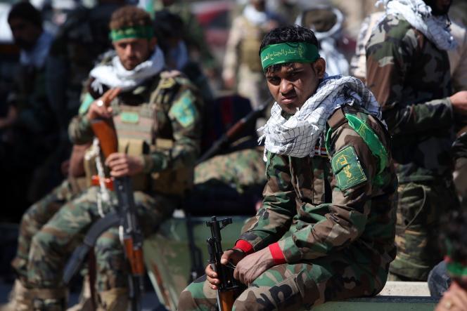Des membres de l'armée irakienne et des miliciens chiites, réunis le 5 mars dans la ville de Samarra, à proximité de Tikrit.