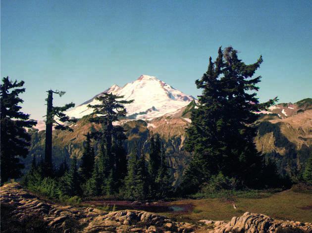"48° 50' 32.73"" de lat. N, 121° 41' 16.6884"" de long. O. Le mont Baker depuis l'arête Kulshan."