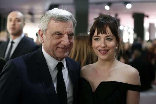 Sidney Toledano, le PDG de Dior, et l'actrice Dakota Johnson.