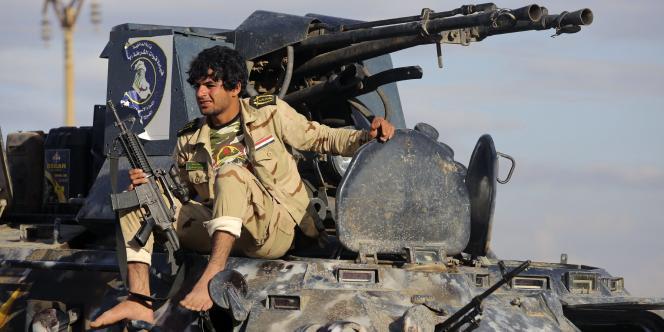 Un milicien chiite dans la ville de Hamrin, à proximité de Tikrit, le jeudi 5 mars.