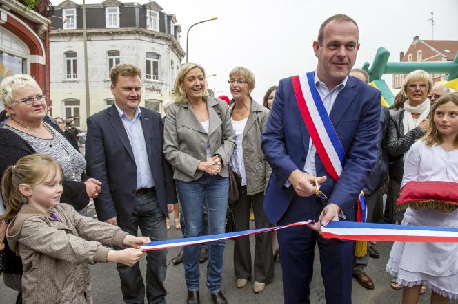 Steeve Briois, le maire FN d'Hénin-Beaumont, avec Marine Le Pen, le 14 septembre 2014.