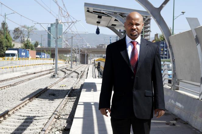 Yonas Hailé, 40 ans, a suivi dix mois de formation à Tianjin, en Chine, pour devenir conducteur de tramway à Addis-Abeba.