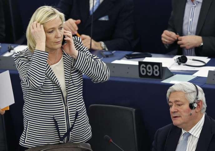 Marine Le Pen et Bruno Gollnisch, au Parlement européen à Strasbourg le 10 mars.