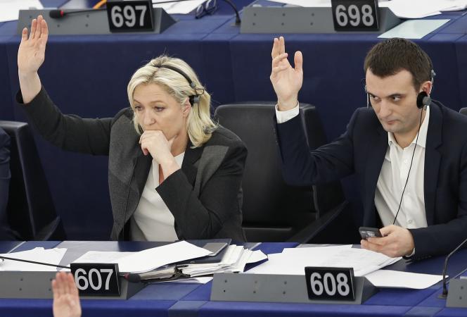 Marine Le Pen et Florian Philippot lors d'un vote au Parlement européen de Strasbourg, mercredi 11 mars.