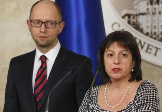 La ministre des finances, Natalie Jaresko, et le premier ministre, Arseni Iatseniouk, le 11 mars 2015.
