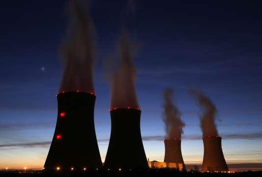 """EDF a fait une offre """"indicative"""" de deux milliards d'euros pour racheter Areva NP,  l'activité conception-fabrication des réacteurs du groupe nucléaire."""